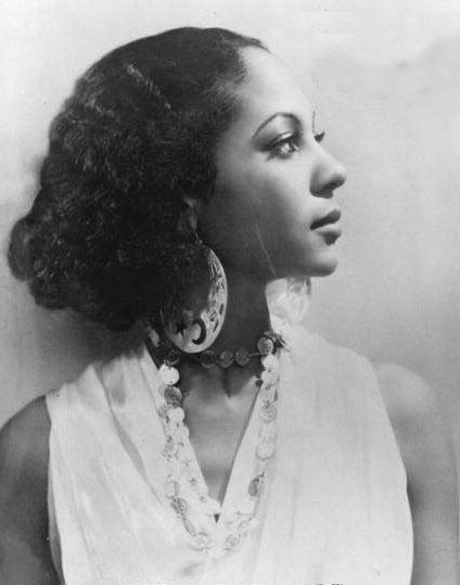 Princess Kouka of Sudan, she starred alongside Paul Robeson in the 1937 film Jericho.  She looks so modern!