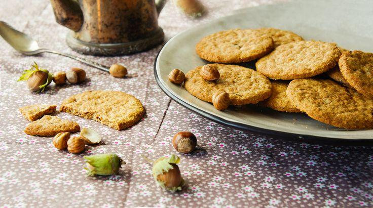 Preparare questi deliziosi Biscotti alle nocciole è sempre un vero piacere. Primo, perché fanno un profumo eccezionale. Secondo, perché sono talmente golosi