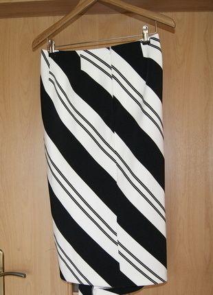 Kup mój przedmiot na #vintedpl http://www.vinted.pl/damska-odziez/spodnice/13873546-spodnica-asymetryczna-czarno-biala-pasy-rm-38