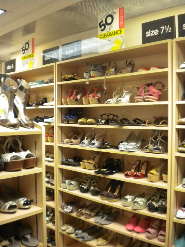 Sección de calzado. Tienda Loehmann's en San Francisco