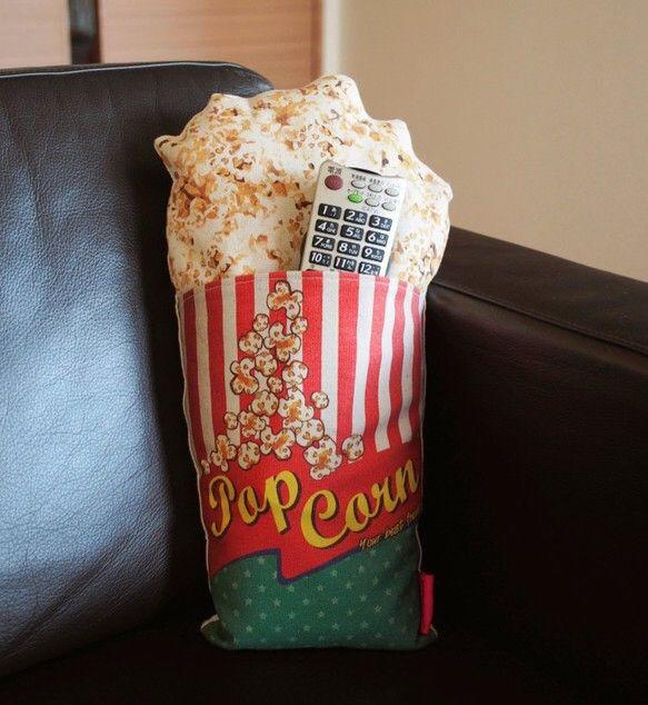 オリジナルイラスト!家でも番組やドラマを楽しいながら、ポップコーンを抱いて食べように!リモコンの収納もできるのはセールポイント です!・サイズ:W240 x ...|ハンドメイド、手作り、手仕事品の通販・販売・購入ならCreema。