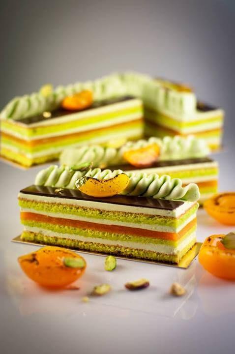 Génoise pistache - Mousse miel vanille - Gelée d'abricot