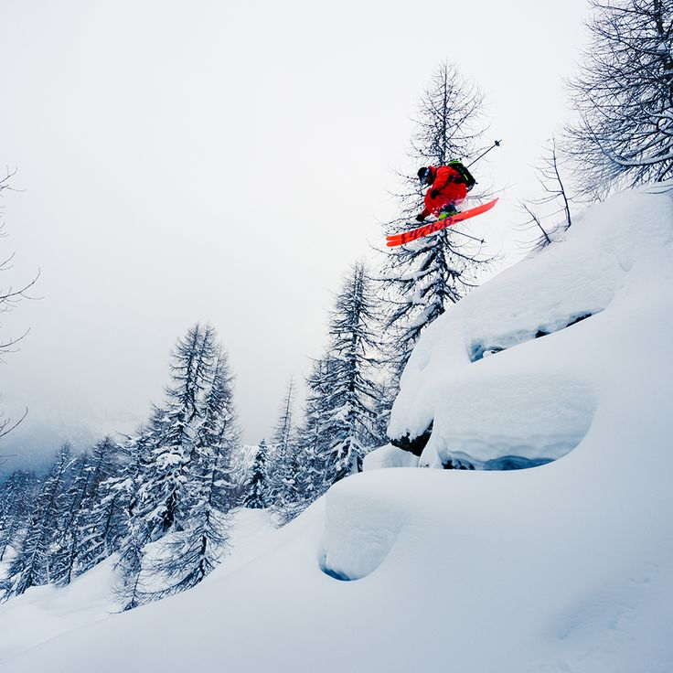 #levelgloves photo of the week  Alessandro Belluscio Photographer  Skier:Bruno Compagnet Location: San Martino - Italy