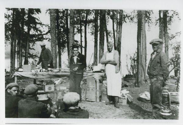 Alex Anderson cooking for forest fire brigade | saskhistoryonline.ca