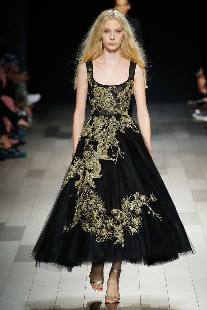 See the complete Marchesa Spring 2018 Ready-to-Wear collection.