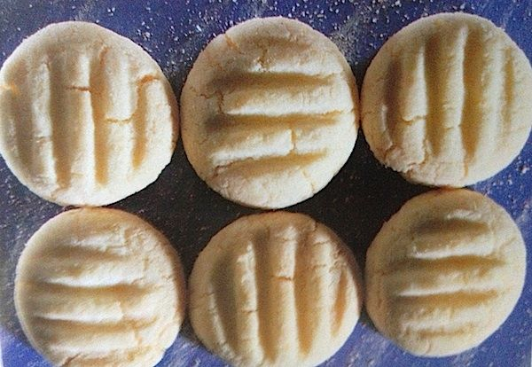 German butter cookies are good throughout the year but of course make also an ideal Christmas cookie. They are very easy to make.