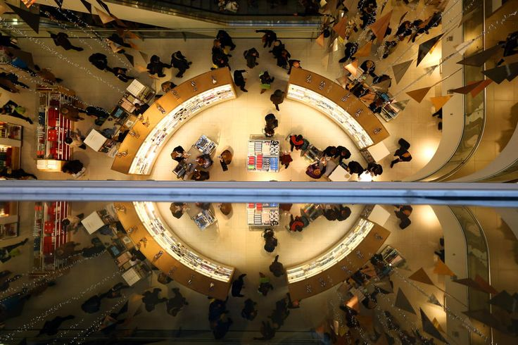 Photos of the day - December 19, 2014Customers are reflected as they shop in a John Lewis department store mmmm014 in London, United Kingdom. With just a few shopping days remaining to Christmas, consumers are flocking to get last minute gifts. (Carl Court/Getty Images)