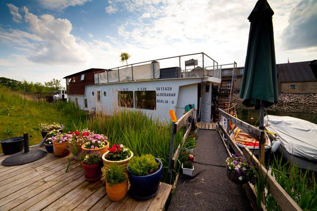 Sunny, spacious, family houseboat | Airbnb-mobil