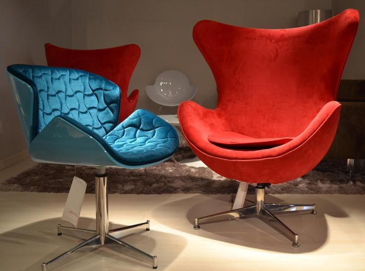 cadeira Isla e poltrona Egg. Isla chair and Egg armchair.