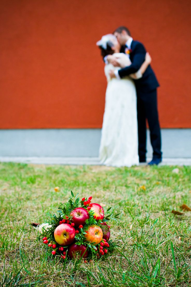 Original bouquet :) Apples. Who would've  thought of that? Photo by Silviu Pal - www.facebook.com/silviupalphotography