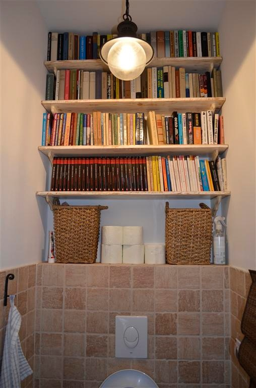 DIY shabby chic bookshelves in the toilet