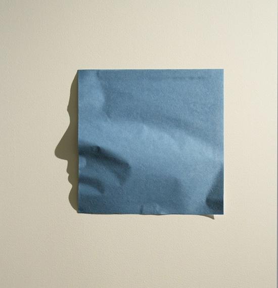 arte con una hoja de papel doblada...reflejando una sombra :O