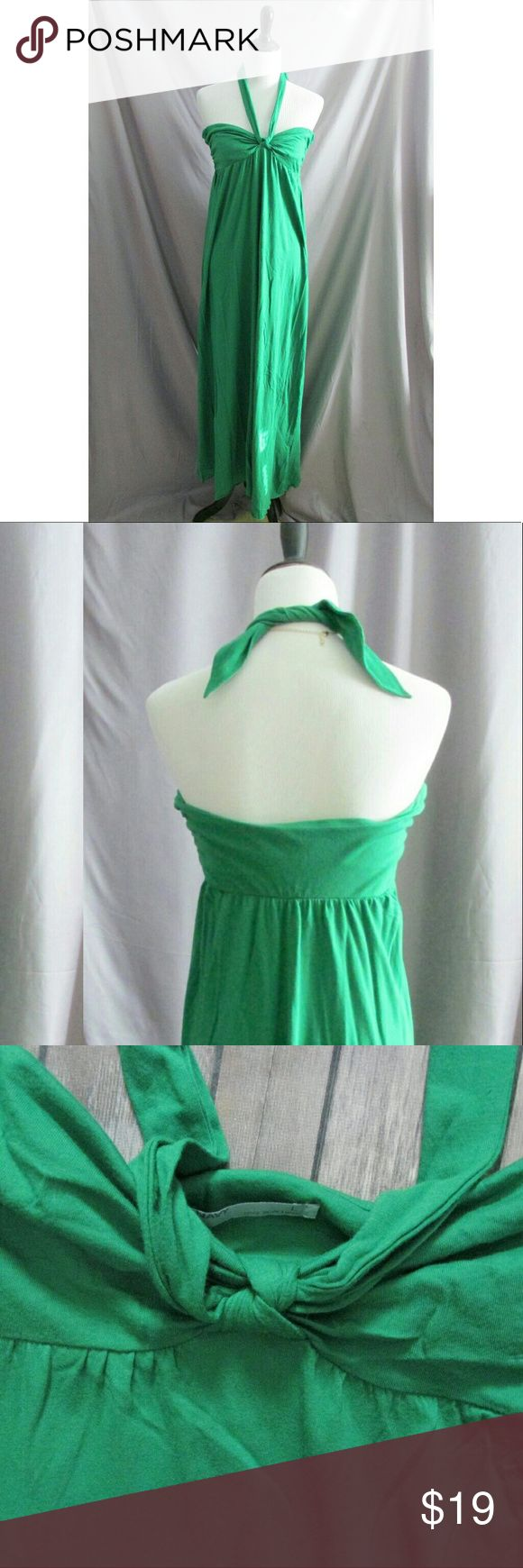 """Old Navy Green Bandeau Top Maxi Size L Old Navy Green Bandeau Top Maxi Size L  Condition: NWOT  Type: Dress Style: Maxi Brand: Old Navy Size: L Features: Built in bra Color: Green Measurements: 31"""" Chest, 50"""" Length Materials: 60% Cotton, 40% Modal Country of Manufacturer: Vietnam    Closet Note: length measured from the back to hem. Pictures do no justice to the color. It is a beautiful grass green.  DD 6.3.17 Old Navy Dresses Maxi"""