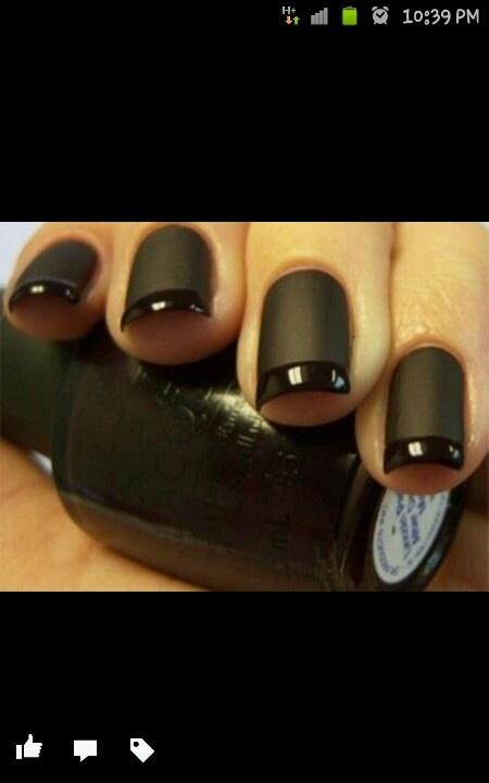 Manicura francesa en negro