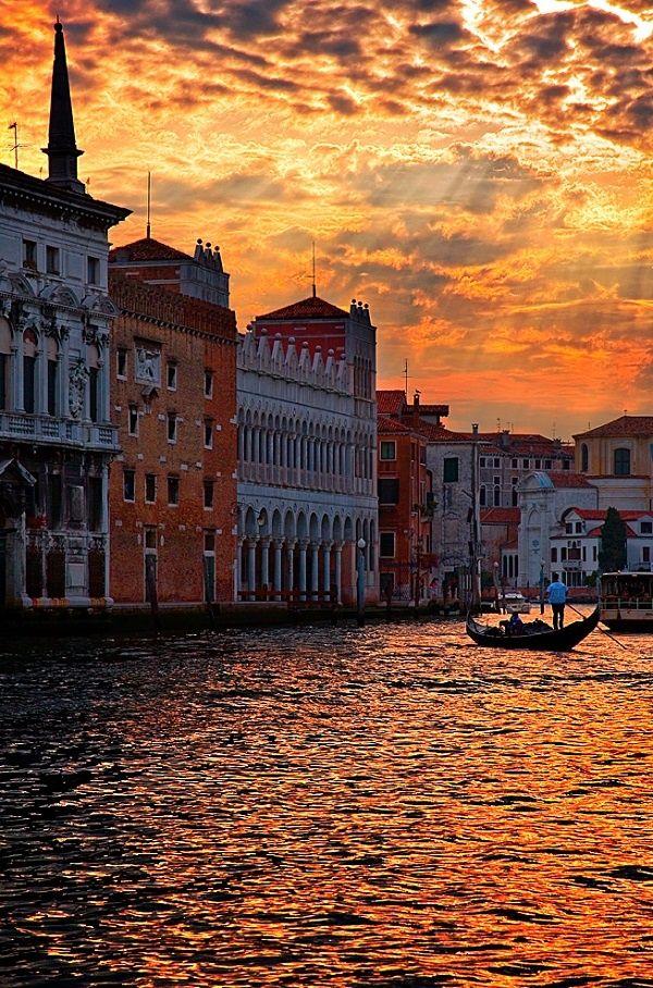 Atardecer en Venecia                                                                                                                                                      Más