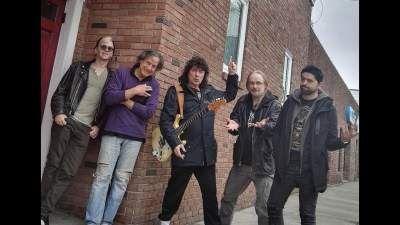 Ritchie Blackmore (κιθάρα)  Ronnie Romero (φωνή)  Jens Johansson (πλήκτρα)  David Keith (ντραμς)  Bob Nouveau (μπάσο)