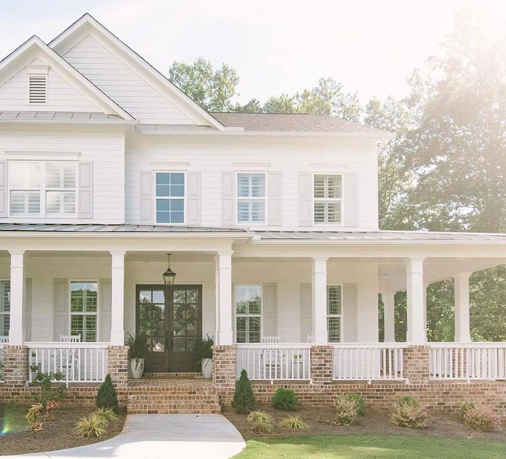 Pin By Shannan Mcclure Racey On I Could Live Here In 2020 Dream House Exterior Farmhouse Exterior Modern Farmhouse Exterior