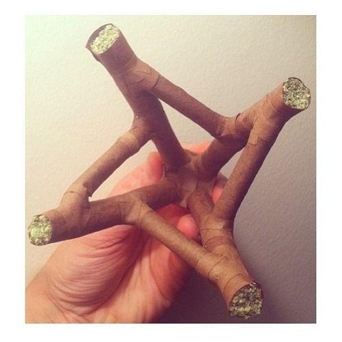 Sur www.champignonsmagiques.fr, vous trouverez le papier à rouler qu'il vous faut pour rouler toute forme de joint. Vous trouverez aussi du cannabis légal pour mettre dans votre papier à rouler ;) Ou vous pouvez acheter vos graines de qualité pour faire pousser votre propre beuh.