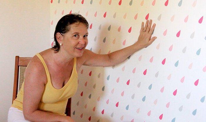 Tutorial Vila do Artesão - Como aplicar papel de parede autoadesivo