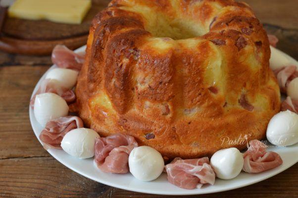 Babà rustico napoletano. Ricetta tipica partenopea, è un lievitato salato soffice, gustoso e profumato, perfetto per accompagnare salumi e formaggi.