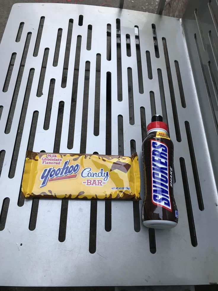 A Yoohoo chocolate bar and a Snickers drink http://ift.tt/2AebI1X