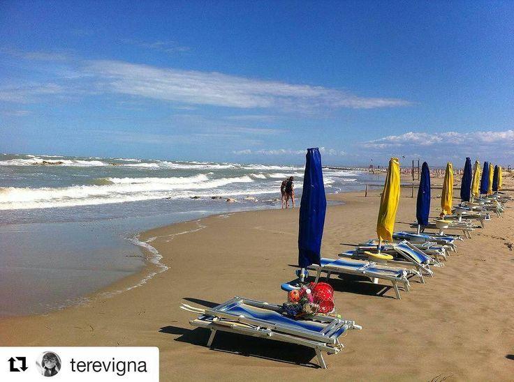 #Viaggiareinitalia tra i colori del #mare #Molise #Termoli grazie a: @terevigna Ricordi d'estate 2016 #travelitalia #viagemitalia #viajeitalia #baccoperbaccoitalia #baccoperbaccoit #summer2016 #verano2016 #verao2016 #estate2016 #spiaggia #beach...