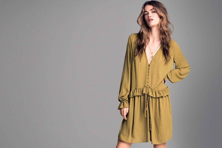 Descoperă ultimele tendințe în moda pentru femei la H&M. Cumpără haine femei și accesorii și inspiră-te din ultimele tendințe în modă.