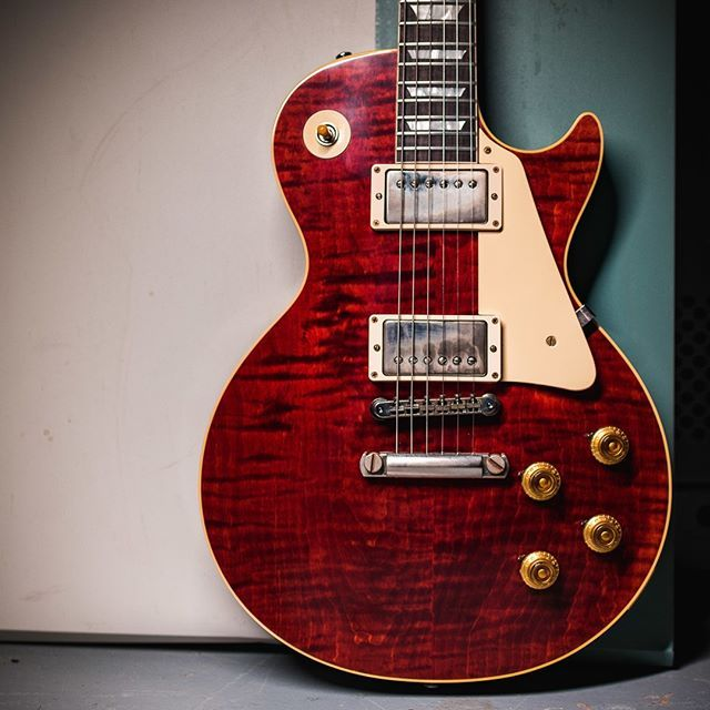 Viking Red Is Looking Gooooood On This Gibson Custom 1958 Les Paul Standard Cme Special With Our Gibson Guitars Les Paul Les Paul Standard Red Electric Guitar