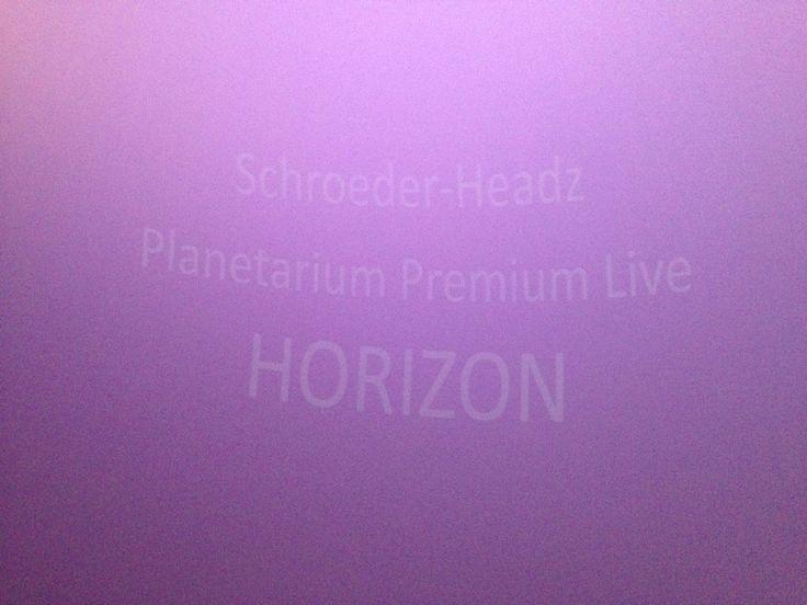 昨日はSchroeder-Headzのライブ。プラネタリウムの天井全面を使ったVJが只々圧倒的で、一瞬現実との境が曖昧になる程陶酔しました。めっちゃ気持ち良かったペガ