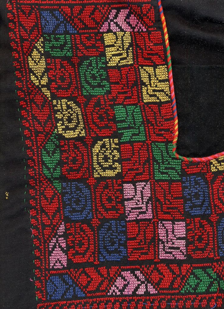 Jean's Palestinian/Bedouin thobe front+neck.