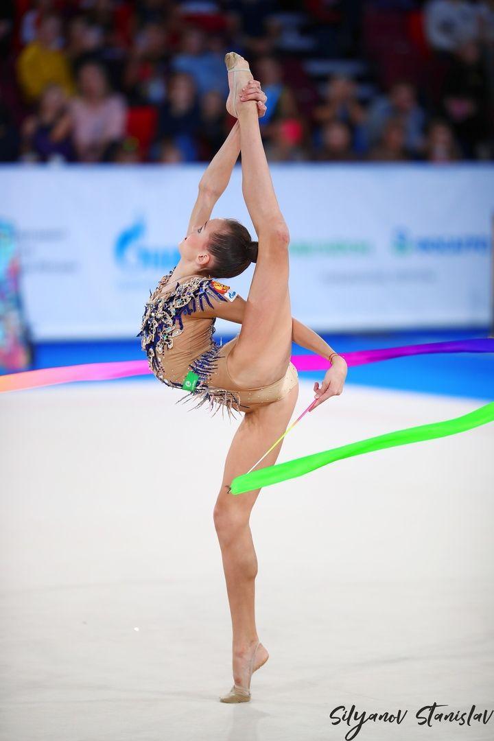Sportgymnastik nackt rhythmische Magdalena Brzeska: