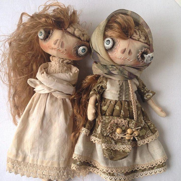 Для тех, кто со мной недавно... Кукла в таком образе была создана для флеш-моба #другиекуклы и проходил в пятницу 13, с соответствующей этому дню тематикой. Образ прочно закрепился, менялись наряды, стиль одежды, от кружева и рюш к металлическим цепям и черепам, а эти две первые красотки, на мой взгляд, самые гармоничные! #монстр #авторскиекуклы #текстильныекуклы #авторскаяработа #кукла #страшнокрасивые #одеждадлякукол #люблюкукол #куклаизткани #monster #doll #artdoll #dressfordoll #handmade
