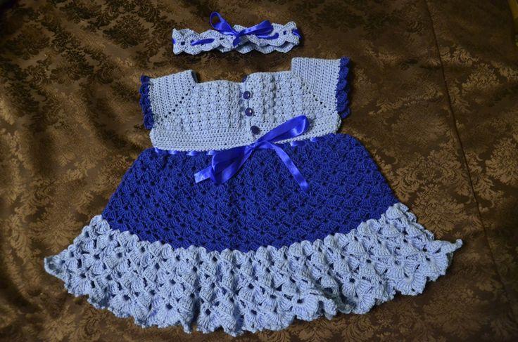 Komplet dla dziewczynki noszącej rozmiar 68. W komplecie do sukieneczki jest opaska, której długość regulowana jest dzięki tasiemce.