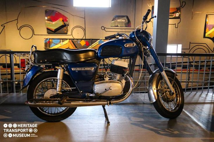 The iconic 1981 Yezdi D250 Classic 'D' type spreading its charm in the museum! :)