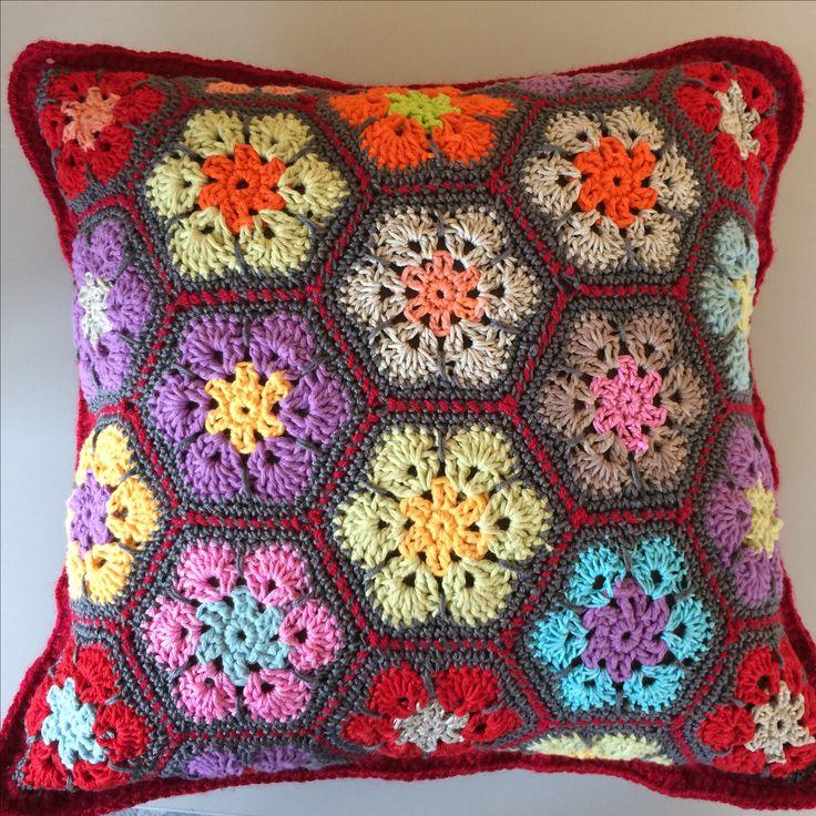 Crochet african flower pillow// Maria L.Bertolino.S // www.pinterest.com...