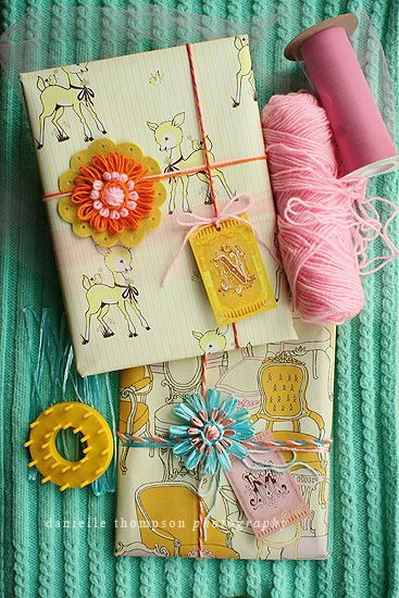 fun wrapping: Vintage Paper, Make Flower, Gift Wrapping, Gift Packaging, Diy Gift, Gift Wraps, Wraps Gift, Handmade Gift, Vintage Style