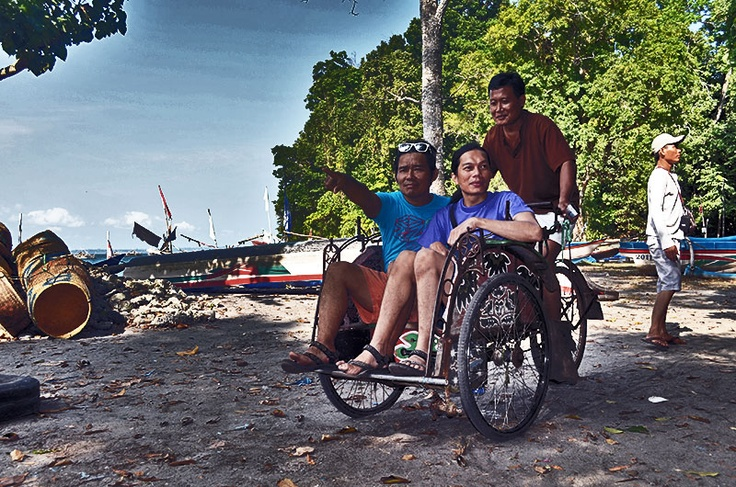 naik becak di pantai #pangandaran termasuk aktifitas adventure dan wisata gak ya? :)