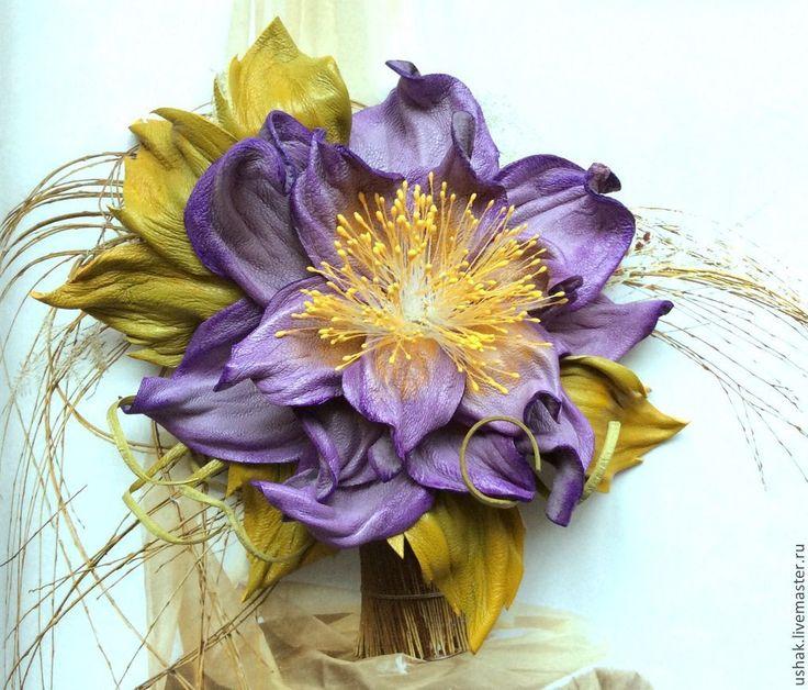 Купить или заказать Цветы из кожи . Брошь Весна в интернет-магазине на Ярмарке Мастеров. Нежно-сиреневый цветок из натуральной итальянской кожи , обработан и тонирован каждый лепесток вручную, оттенен солнечным цветом . Он украсит Ваш наряд в любой сезон . Подойдет в виде броши на костюм, платье, или трикотажный джемпер. Удивительно впишется в летний наряд, топ, майка , сарафан. А так же как украшение к аксессуарам , типа шарф, палантин, шаль или платок.…