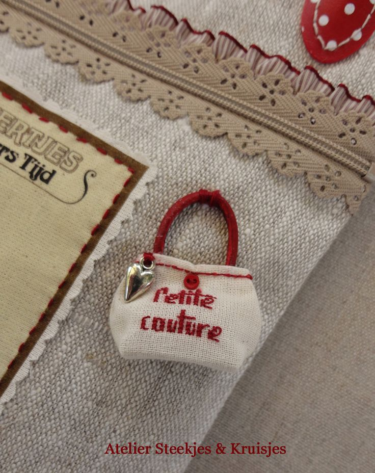 I really love this miniature bag designed and made by Gonnie from Atelier Steekjes & Kruisjes