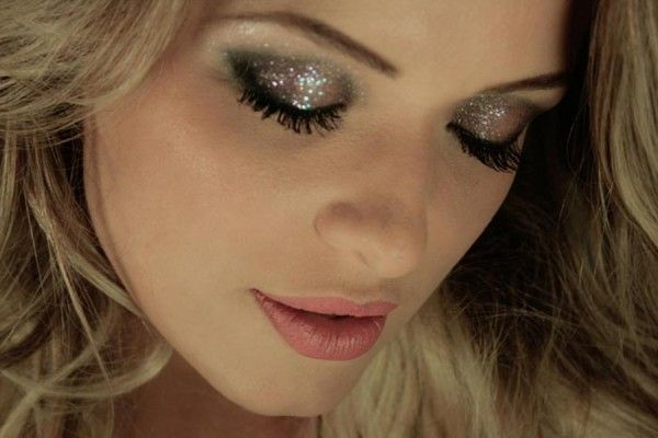 Make-up for the party. I love glitter! ^^