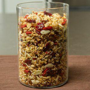 La granola es un ingrediente ideal para mejorar cualquier yogurt o plato de fruta. Te comparto mi secreto para hacer granola en casa.