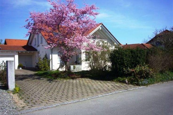 Leuke vakantiewoning voor 4 personen. Deze accommodatie wordt te huur aangeboden op Recreatiewoning.nl en kan desgewenst gelijk online worden geboekt.  Het vakantiehuis in de buurt van de Bodensee ligt in de plaats Wilhelmsdorf.