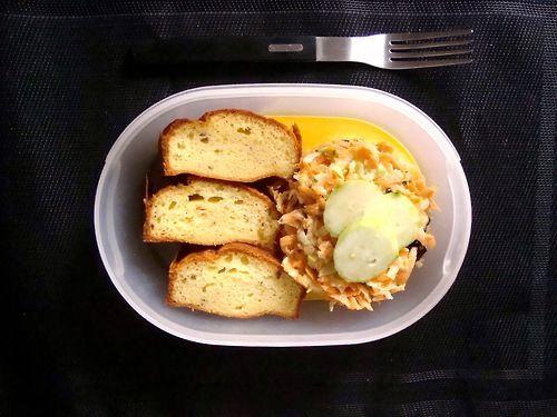 #Schiscetta - #Insalata di #carote, #cetrioli e #olive nere con #Yogurt Greco e #Ciambella al #Rosmarino Home-Made