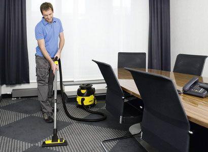 С такой уборочной техникой, как Karcher быстро и приятно, делать чистку ковровых покрытий и в офисных помещениях. Специальные турбо насадки позволяют пробраться даже в самые узкие места комнаты, легко берут углы помещения, а также пространство вокруг ножек столов и стульев. Принцип действия, по которым работают профессиональные пылесосы Керхер, заключается в уборке, которая сравнима с химчисткой.