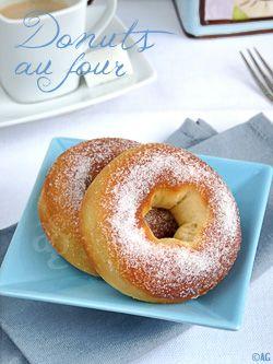 Beignet au four  Pour environ 8 beignets : – 320 gr de farine T55 – 5 gr de levure de boulanger déshydratée – 120 ml de lait + pour badigeonner – 30 ml d'eau de fleur d'oranger – 20 gr de beurre – 60 gr de sucre – 1 œuf (à température ambiante) – ½ c à c de sel – Le zeste finement râpé d'un citron non traité  – 40 gr de beurre fondu + sucre semoule Ou – 75 gr de sucre glace + 15 ml d'eau ou jus de citron, d'orange ou liquide parfumé de votre choix