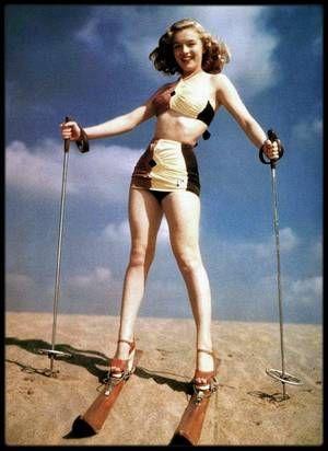 """1947 / La Fox prolongea le contrat de Marilyn de six mois et elle fit une série de photos publicitaires pour le studio (photos). Elle participa au casting du film « Carnaval » mais ne fut pas retenue. Un peu plus tard, elle fut contactée pour un engagement dans le film « Scudda hoo, scudda hey ! ». Après environ six mois de contrat avec la Fox, Marilyn était soulagée de décrocher enfin un rôle. Le studio l'envoya à """"l'Actors Laboratory"""" (Crescent Heights Boulevard, au sud de Sunset…"""