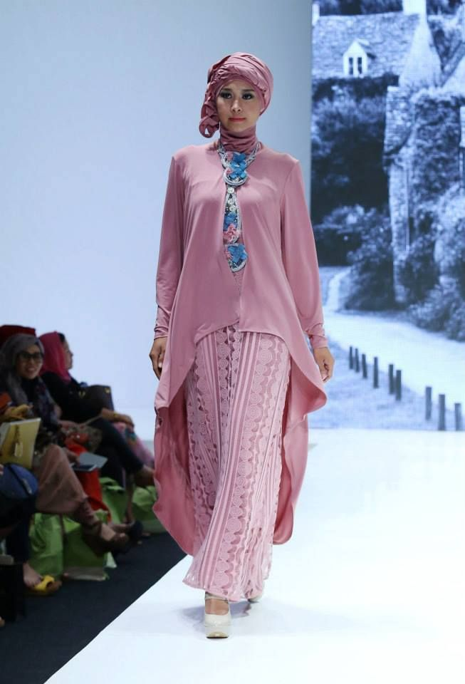 "2Pose by Monika Jufry ""Romantic Chapter"", Indonesia Islamic Fashion Fair 2013"