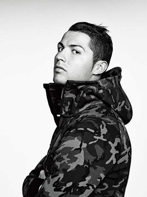 Le footballeur Cristiano Ronaldo pour la collection Nike Tech Fleece hiver 2015 ~ETS #camou #niketech