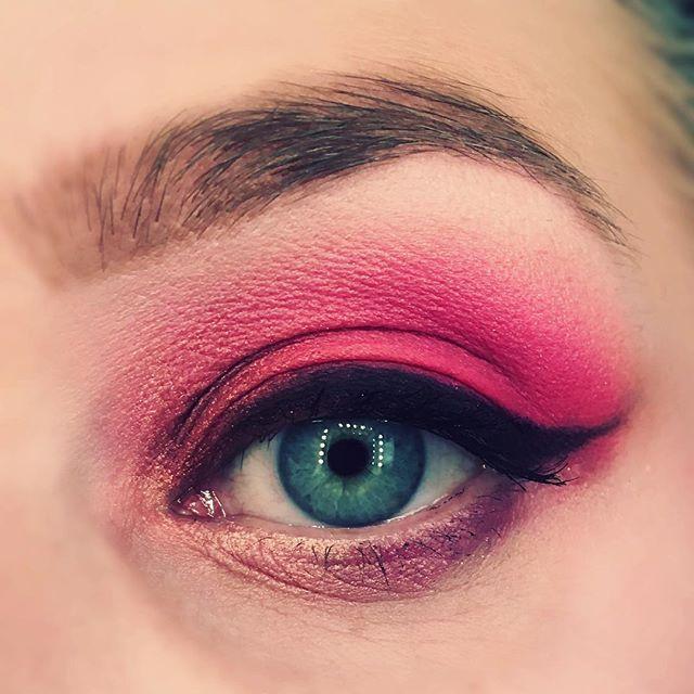 Eyedetails #mua #makeuplook #beauty #makeup #pink