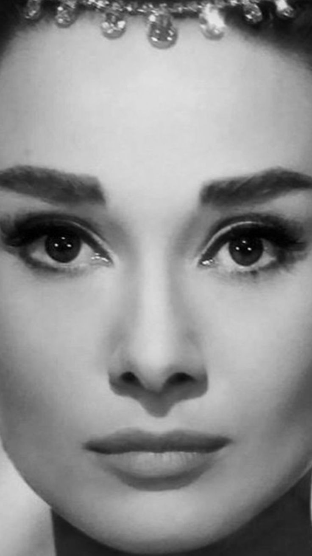 Audrey Hepburn,great close-up photo of her